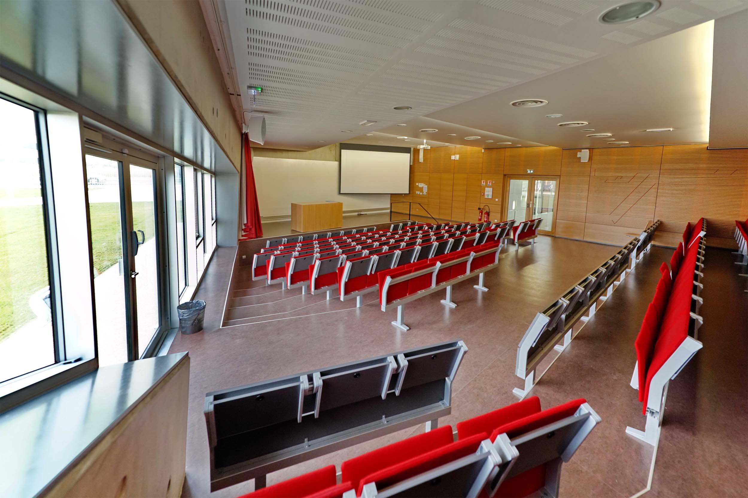 Azimut ati un plafond tendu acoustique pour l 39 amphith tre for Chambre universitaire caen